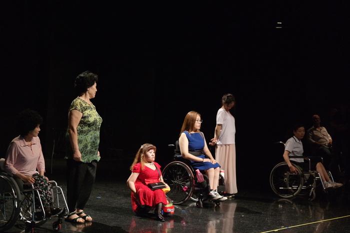 무대극 연습마무리로 관객들에게 인사로 마무리 하는사진