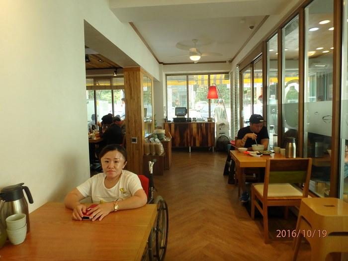 송정집 식당 테이블 모습