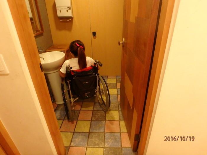 송정집 식당 내 일반 화장실 모습